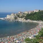 Malá Plaža a hradby mesta Ulcinj