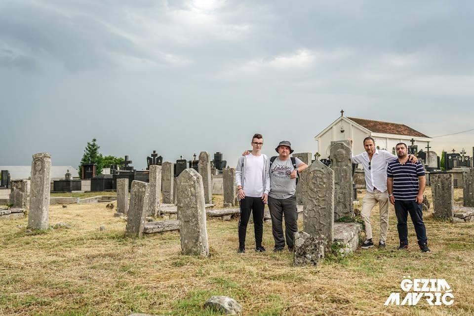 Varret misterioze në Vuksanlekaj, Tuz-Malësi e Madhe. Nga e majta Indrit dhe Gazmend Çitaku, Sami Flamuri, Gëzim Mavriqi. 05.05.2018