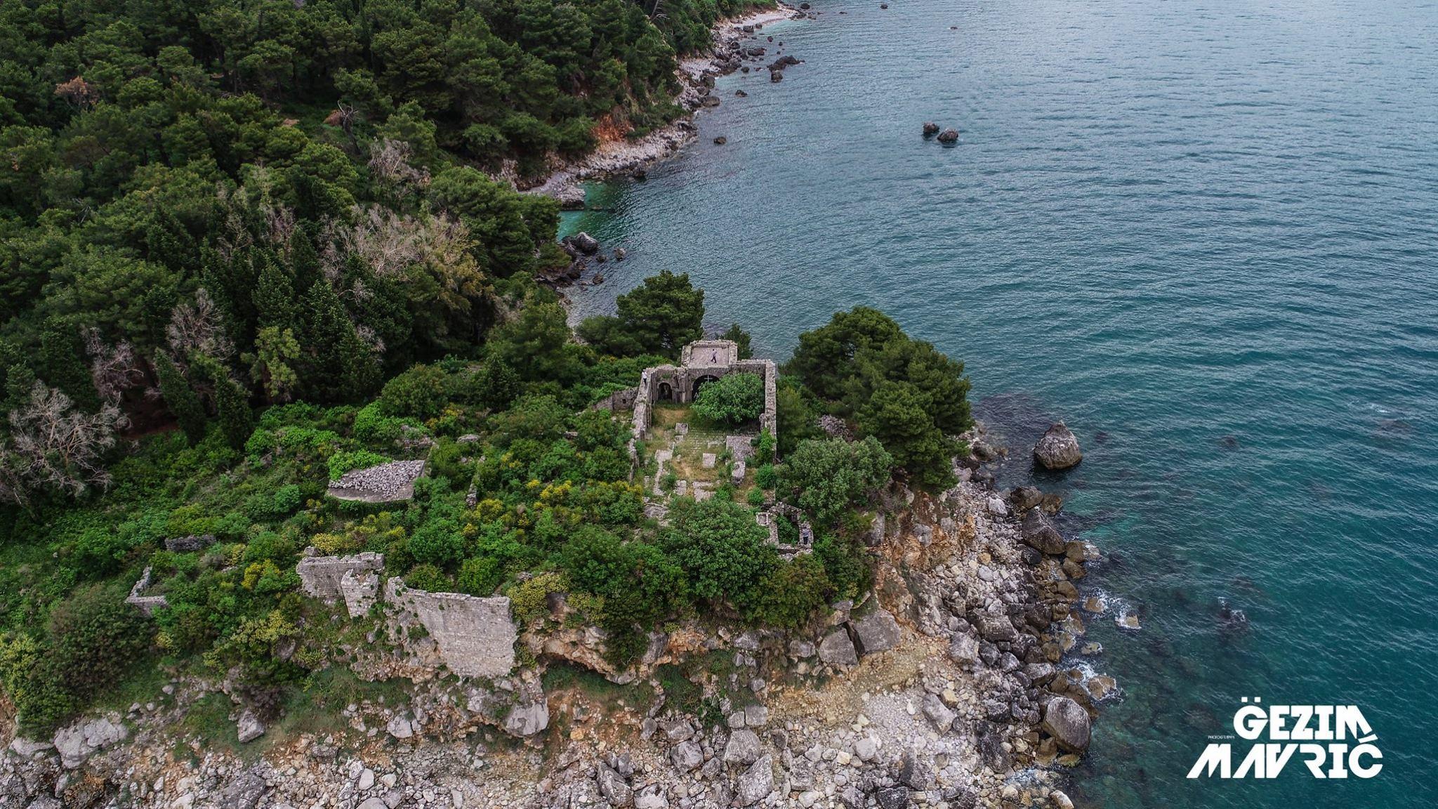 Kuvendi (Abati) i Rotecit, vendi ku kryemurg ka qenë Gjergj Pelini, diplomat dhe përfaqësues i Skënderbeut lidhur me çështjet me Republikën e Venedikut, Tivar, Mali i Zi.