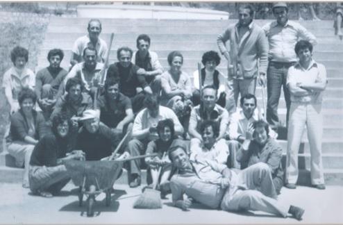 I. Njegosava Qetkoviq, Musa Duli, Olga Vukçeviq, Qamil Kelmendi, Pavle Dediq, Zorka Knezheviq, II. dr. Elena Gjakonoviq, Qazim Hidri, dr. Shuajb Resulbegu, dr. Shefqet Dollaku, dr. Petar Gjuriq, Tomo Qetkoviq, dr. Gani Karamanaga ( në këmbë,) III. Radmila Gjurishiq, dr. Ali Haxhibeti, Jovan - Cule Ivankoviq, dr. Predrag Arangjeloviq, dr Muhamed Myrteza, Rifat Muharremi, Desanka Qetkoviq, Elmadije Ibroçi, Jusuf Lanica, Gjoko Junkoviq (në këmbë)