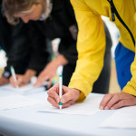 Menschen Unterschreiben
