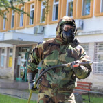 Ushtria: BËHET DEKONTAMINIMI I INSTITUCIONEVE SHËNDETËSORE NË ULQIN