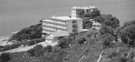 """Hoteli """"Galeb"""": PARA MË SHUMË SE 80 VITE KISHTE SALLËN E LEXIMIT ME XHAM DHE ASHENSORË"""
